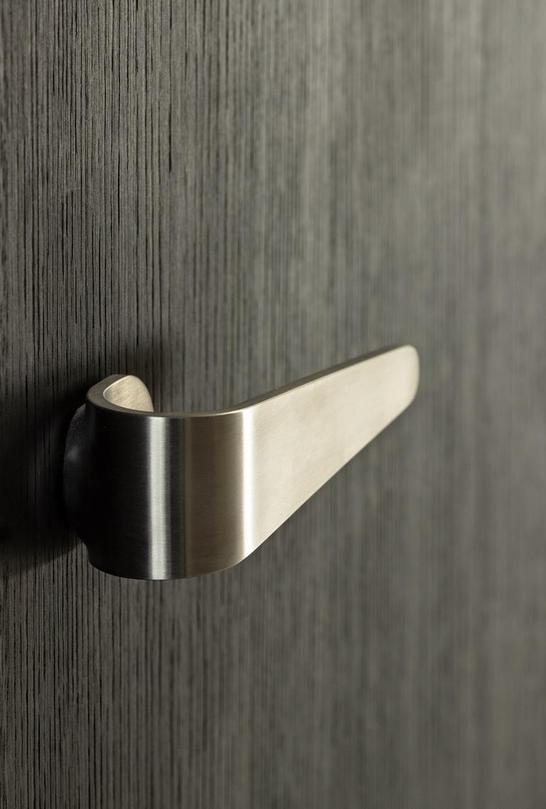 FORMANI FOLD door handle detail