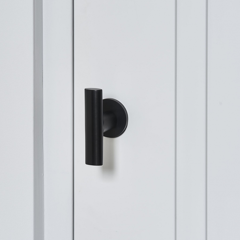 Manilla de puerta negra con roseta
