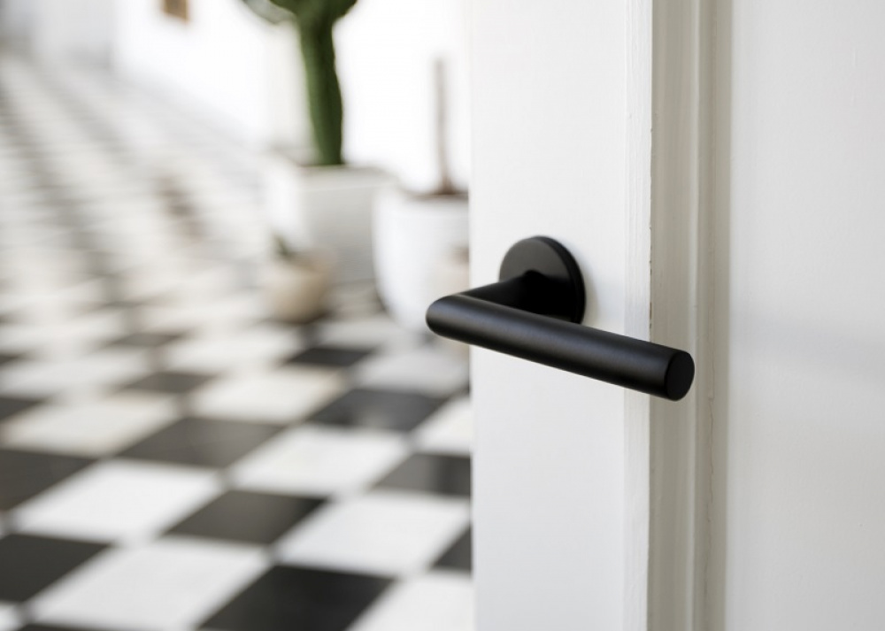BASICS door handle on rose satin black