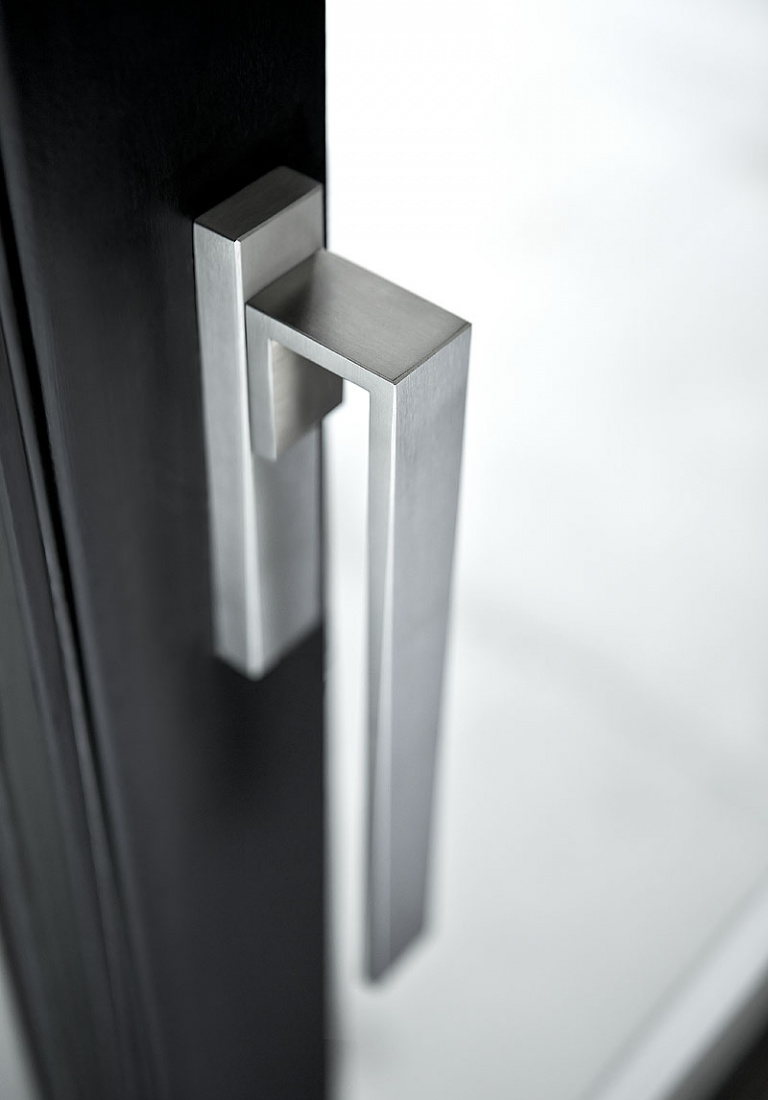 Non-locking tilt and turn window handle