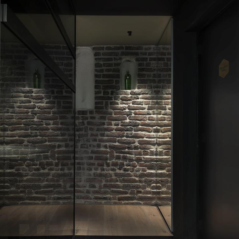 Cinq restro bar diseño interior