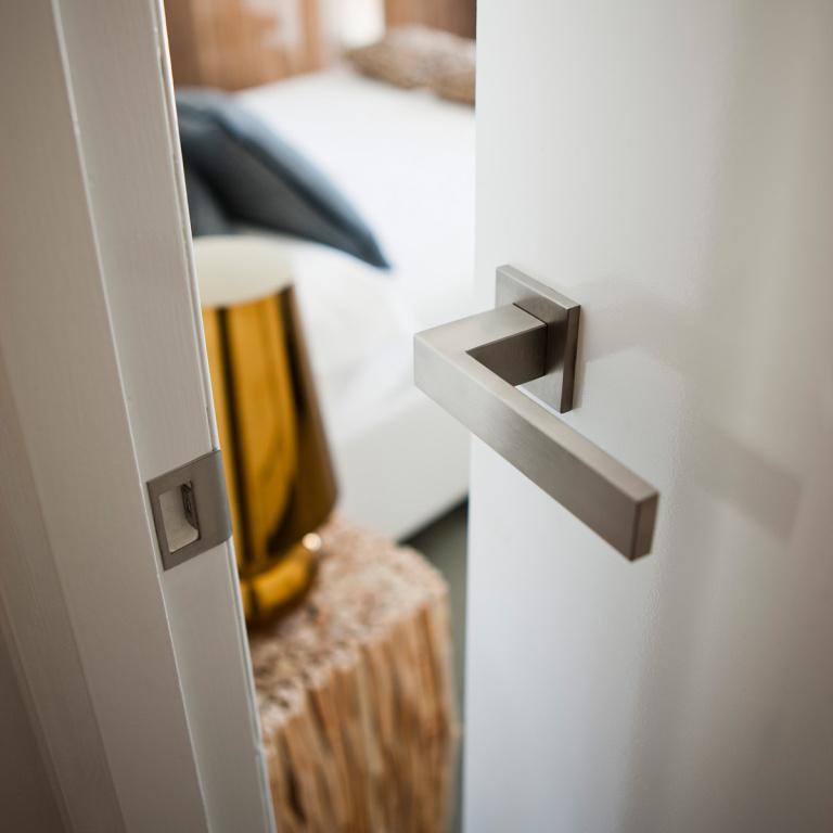 Maniglia della porta in acciaio inossidabile satinato SQUARE