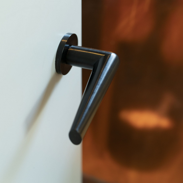 Black door handle on rose with PVD coating - Formani